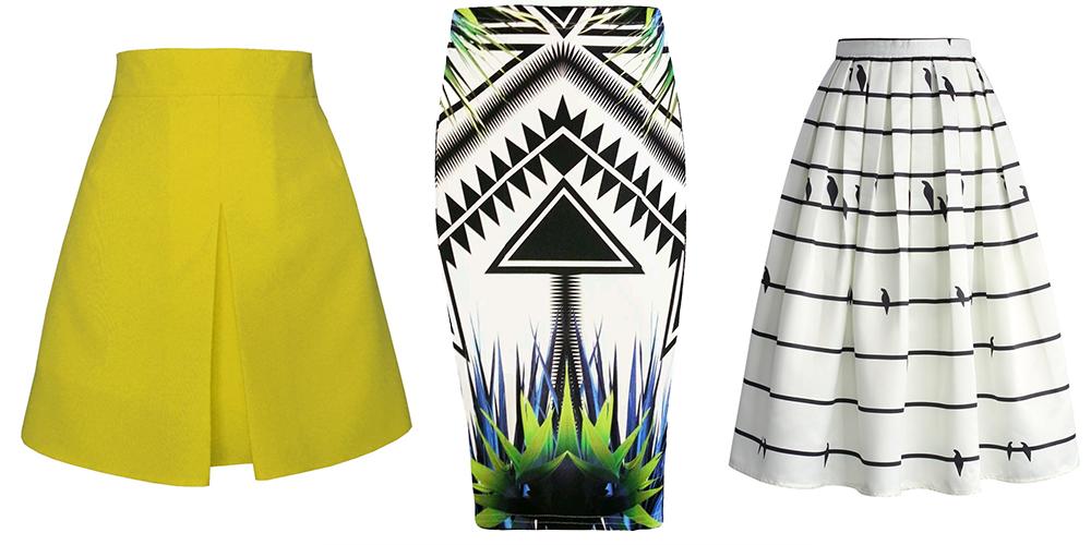 Naľavo žltá sukňa, v strede vzorovaná púzdrová sukňa a napravo biela sukňa s čienymi pruhmi.